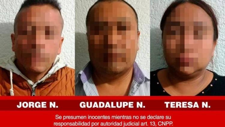 Las autoridades locales presentaron de esta manera a los tres presuntos secuestradores (Foto: Twitter)