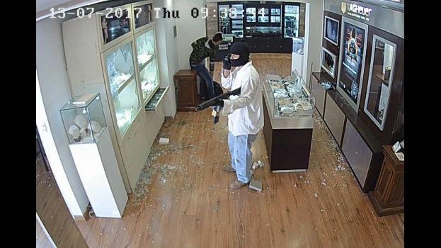 Eurochronos: video revela que atracadores hacen una llamada y luego destruyen el celular