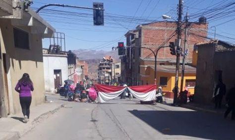 Uno de los puntos de bloqueo en la ciudad de Potosí.