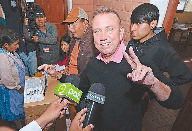 Al candidato Virginio Lema no le alcanzó el apoyo ciudadano para mantener vigente la sigla del MNR. Foto:APG NOTICIAS