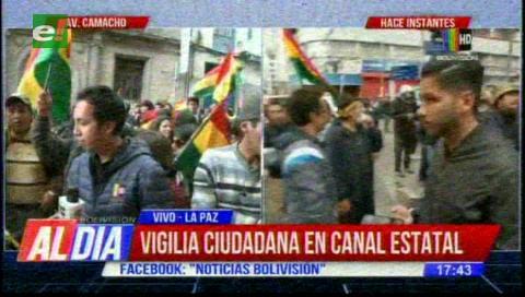 Ciudadanos toman pacíficamente las instalaciones de Bolivia Tv en La Paz