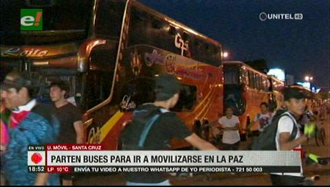 Cruceños parten a La Paz para sumarse a las movilizaciones