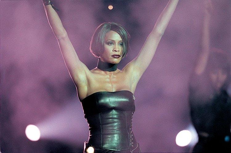 Whitney Houston en el London Arena el 16 de febrero de 1999. (JM Enternational/Shutterstock)