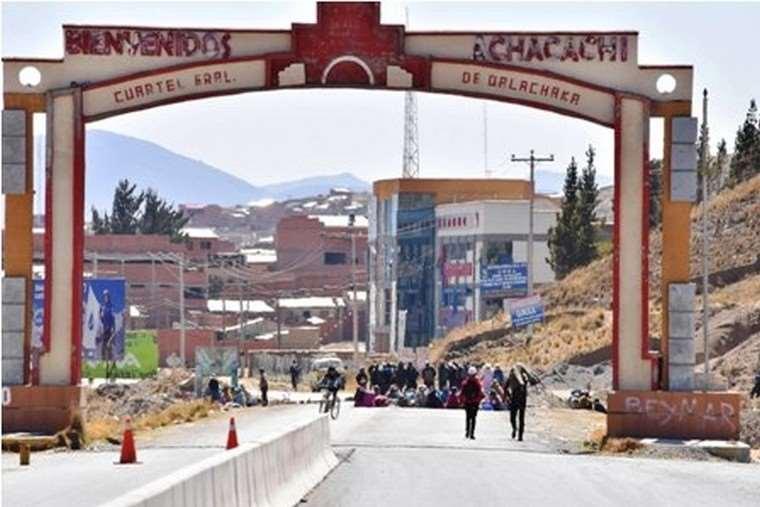 Pobladores de Achacachi marchan contra el Gobierno y le dicen a Evo 'alista tus maletas' - eju.tv