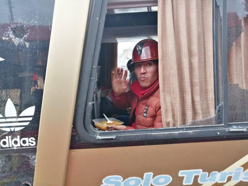 Caravana atacada llega a Oruro - eju.tv
