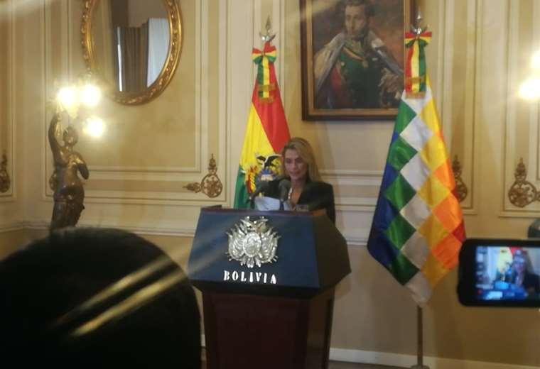 La presidenta del Estado, Jeanine Añez