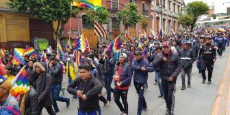 Denuncian chantajes y multas para asistir a protestas por Evo