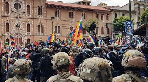 Marcha de afines a Evo llega nuevamente al centro de La Paz para rechazar la asunción al poder de Jeanine Áñez - eju.tv