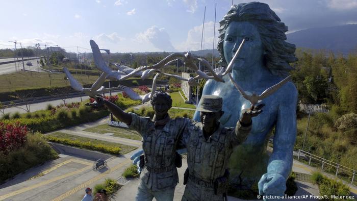 Foto de monumento a la reconciliación