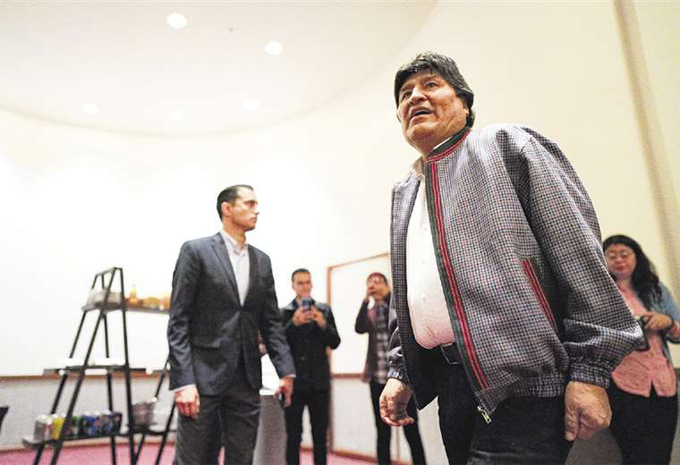 Evo Morales pide ayuda al pueblo mexicano para su manutención