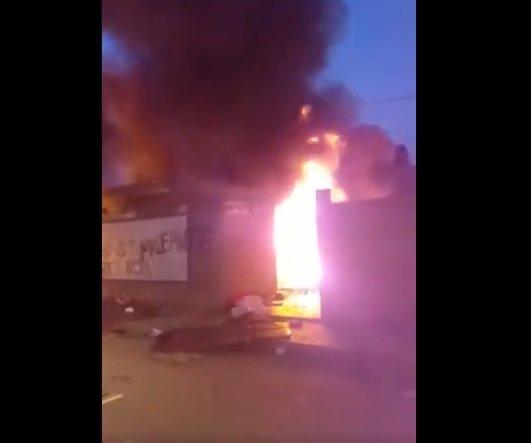 Incendian la casa del gobernador de Oruro, Víctor Hugo Vásquez - eju.tv