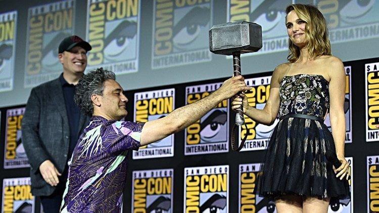 SAN DIEGO, CALIFORNIA - JULY 20: (L-R) President of Marvel Studios Kevin Feige, Director Taika Waititi and Natalie Portman of Marvel Studios