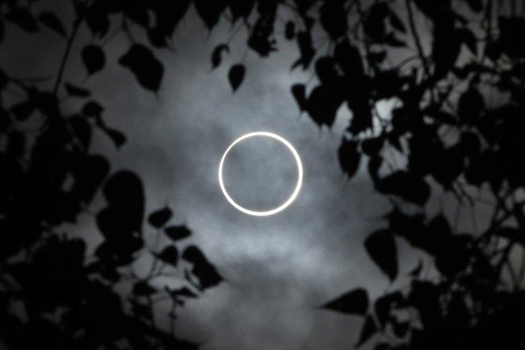 La Luna cubriendo completamente el Sol (Photo by Arun SANKAR / AFP)