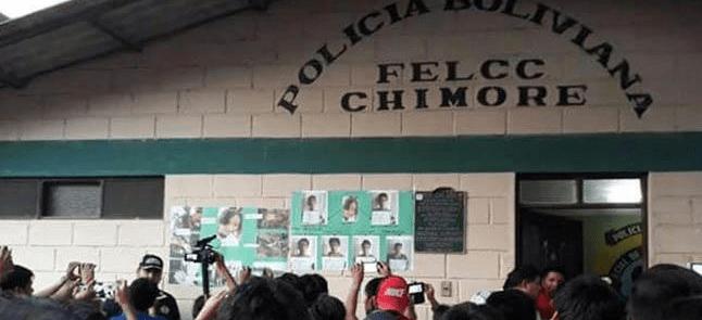 Ante presencia de militares en el trópico, pobladores destrozan la comisaría en Chimoré