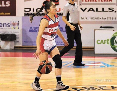 La basquetbolista durante un partido en España. Foto: Romina Rodríguez