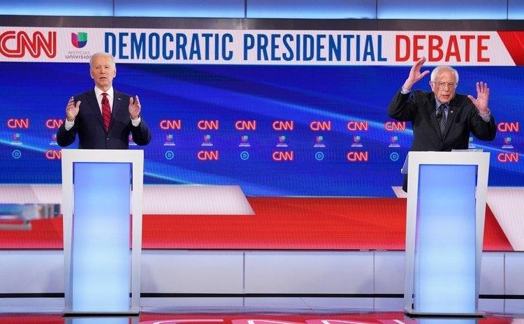 Biden y Sanders. REUTERS/Kevin Lamarque