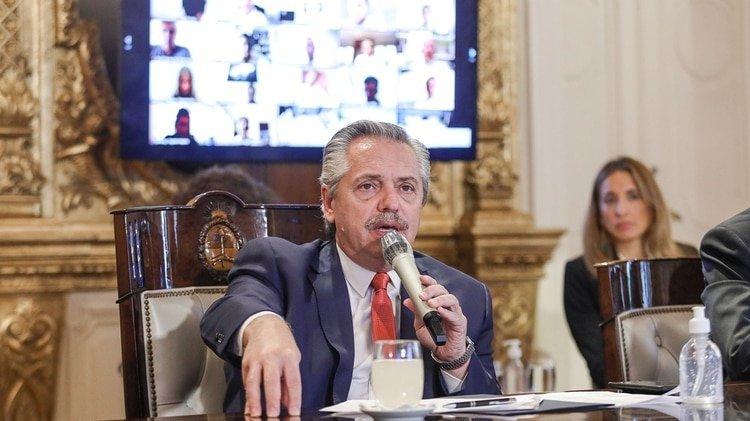 El Presidente durante una de las reuniones con su equipo de trabajo en la Casa Rosada (Presidencia)