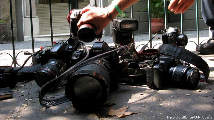 Foto simbólica de cámaras de periodistas