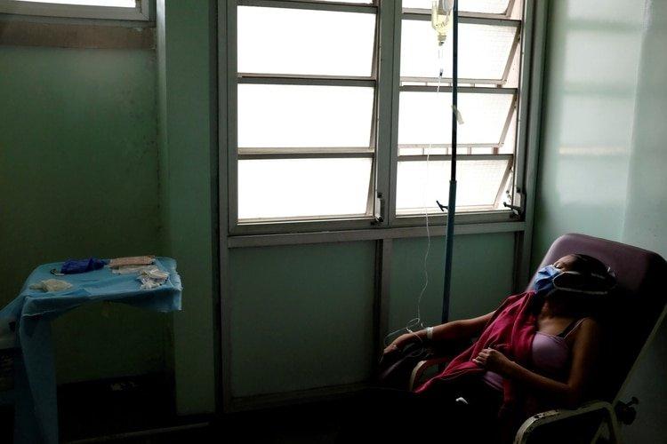Advierten que el número de casos de coronavirus en Venezuela podría ascender a más de 200 en las próximas horas (REUTERS/Marco Bello/File Photo)