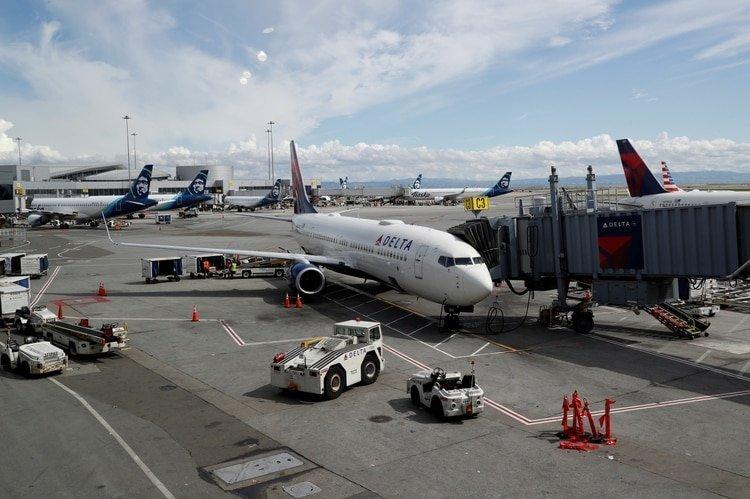 Aerolíneas de todo el mundo restringieron servicios (REUTERS/Shannon Stapleton)