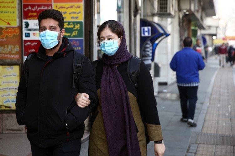 A partir del segmento demográfico de 20 a 29 años comienza a aumentar la tasa de hospitalización. (West Asia News Agency)/Nazanin Tabatabaee via REUTERS)