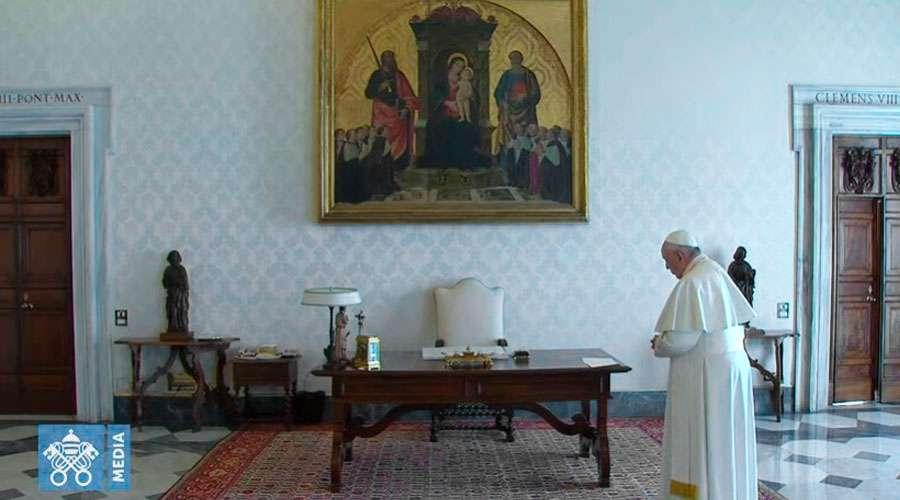 El Papa durante el rezo del Padre Nuestro. Foto: Captura de Youtube