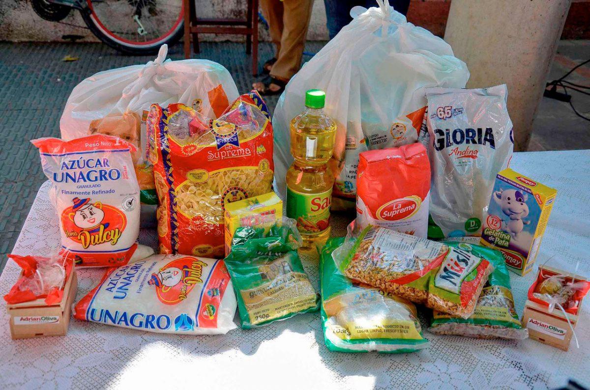 Resultado de imagen para entrega canasta alimentaria Bolivia