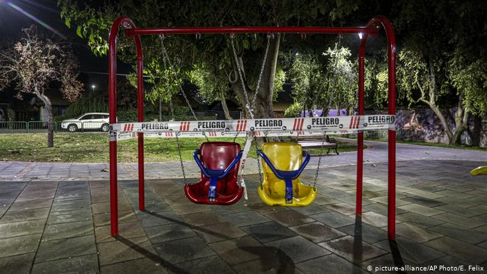Coronakrise Chile (picture-alliance/AP Photo/E. Felix)