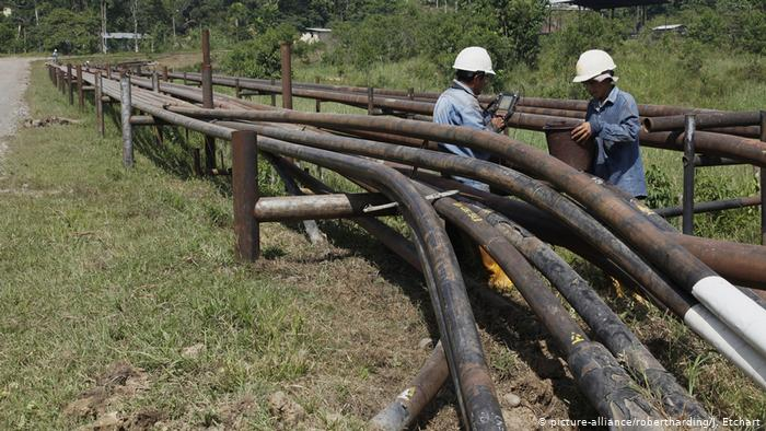 Ecuador Erdöl-Pipeline ARCHIV (picture-alliance/robertharding/J. Etchart)