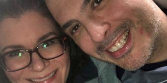 Coronavirus: le cantó a su marido por celular la canción de su boda mientras él moría