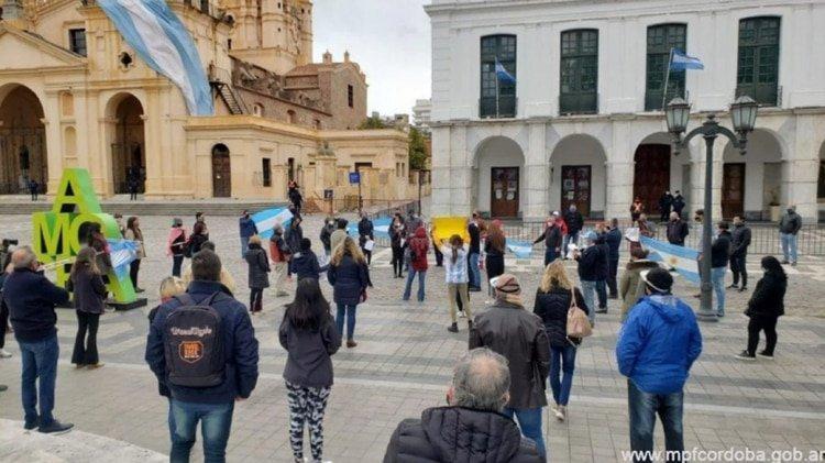 Protesta de la Red de Comerciantes Unidos de Córdoba en contra del cierre de comercios