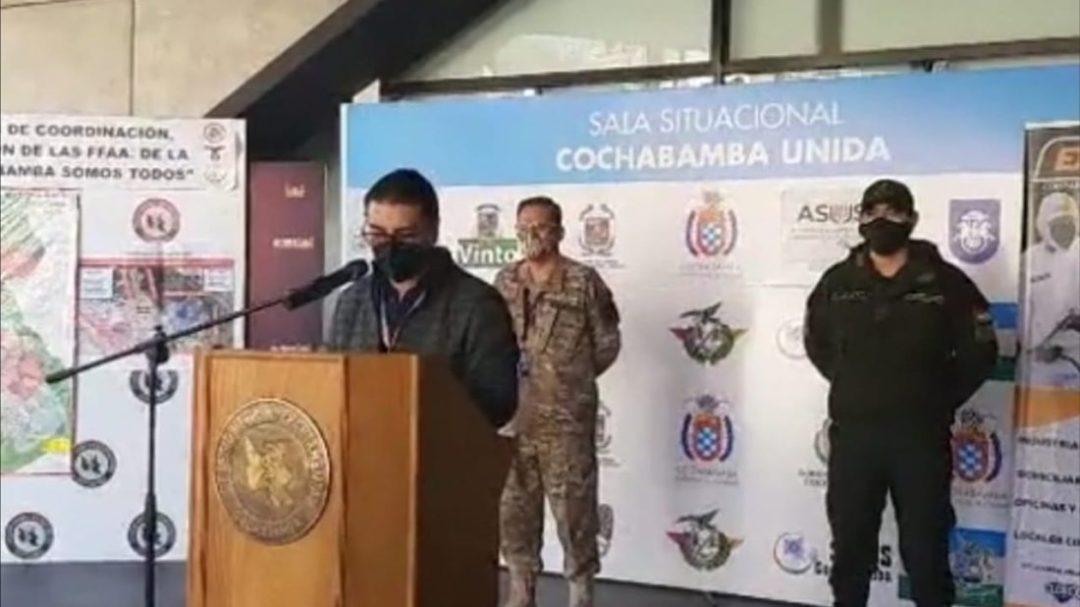 El responsable de Vigilancia Epidemiológica del SEDES, Rubén Castillo, brinda informe en la sala situacional. FOTO: SEDES