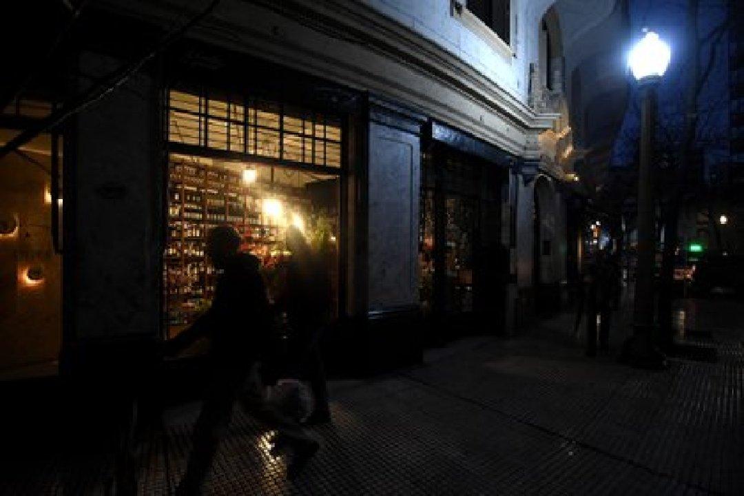 Por el momento Florería Atlántico atiende en su vereda (Nicolás Stulberg)