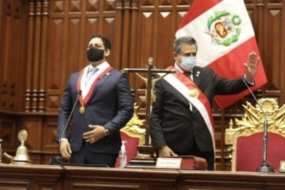 El jefe del Congreso, Luis Valdez y el presidente de Perú, Manuel Merino