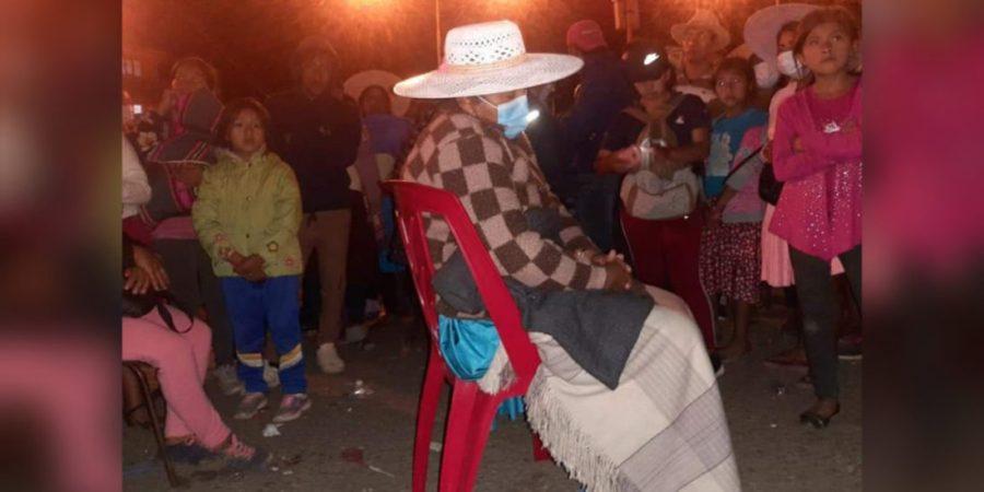 La alcaldesa de Sipe Sipe, María Heredia, pasó la noche en un punto de bloqueo. DIEGO VIAMONT