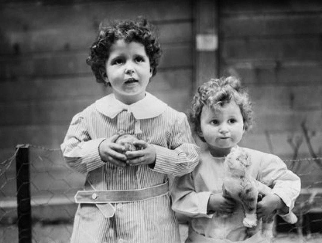 Los hermanos Michel y Edmond Navratil, sobrevivientes del hundiminento del Titanic. Portrait, Bain News Service, 1912 Shutterstock