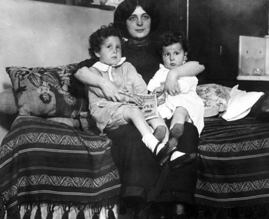 Los hermanos sobrevivientes finalmente se pudieron reencontraron con Marcelle, su madre italiana. Shutterstock