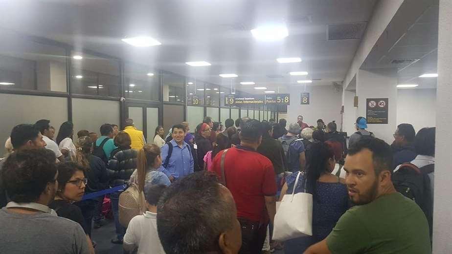 Los pasajeros se demoran por los excesivos controles/Foto: Redes