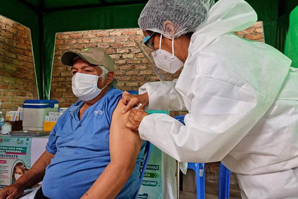 Vacunación en Cochabamba /Imagen de referencia/ Foto: SEDES COCHABAMBA