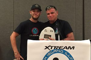Cal Stewart handing his first of five Rock trophies to Ron DeVriendt (Photo: EKN)