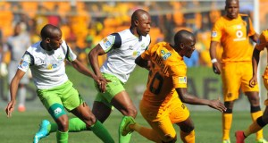 Siphelele Mthembu of Kaizer Chiefs challenged by Sibusiso Msomi