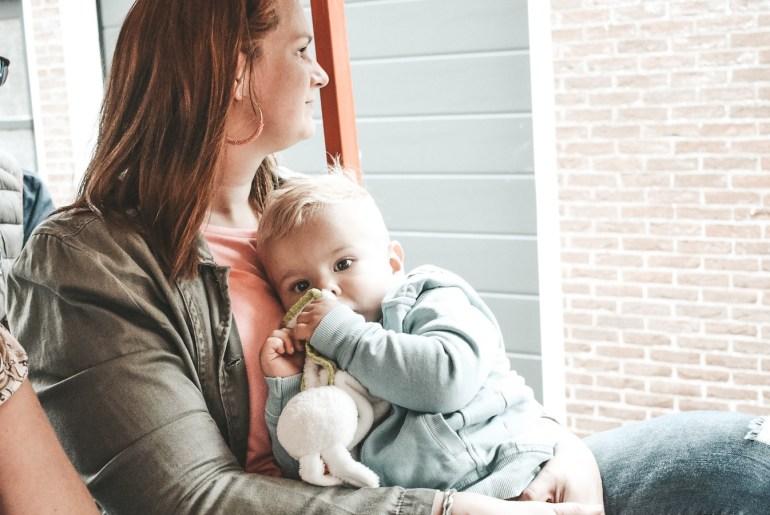 Alle ballen omhoog houden als (werkende) moeder