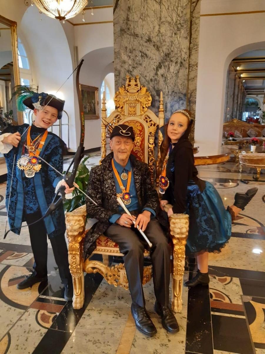 Prinz Jerome I. mit Pfeil und Bogen und Prinzessin Lena I. mit Tanz im Blut