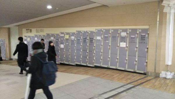 横浜駅の南北通路にあるロッカー