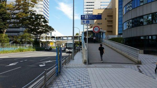 新横浜駅から横浜アリーナへ向かう(歩道橋)