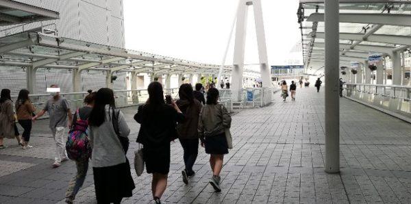 パシフィコ横浜前の歩道橋上