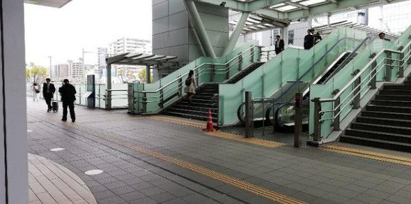 新横浜駅のキュービックプラザの北出入口を出たところ