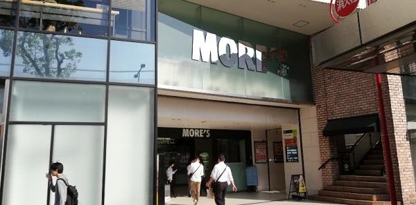 川崎駅東口のモアーズ