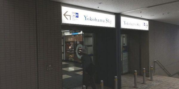 横浜駅東口のYCATの入り口