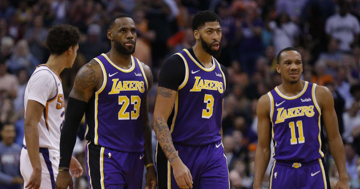 Lakers Anthony Davis status unclear after poked in the eye.img